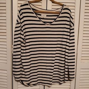 Lou & Grey Striped V Neck Shirttail Top